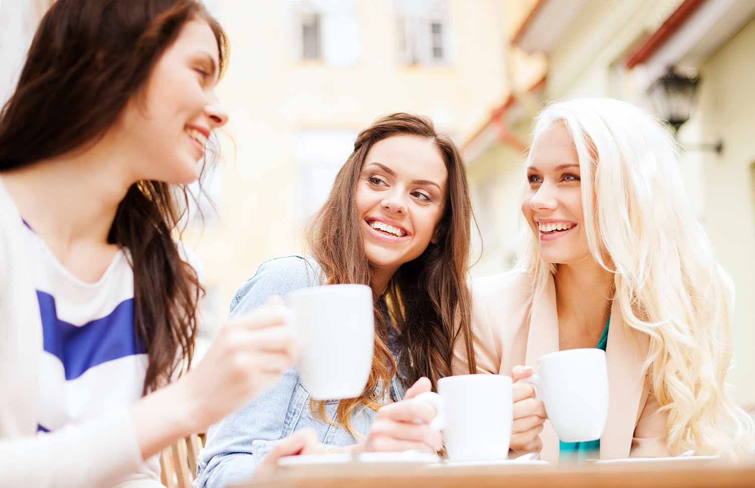 Brisbane-Student-Apartments_Students-Coffee-Girls-Interaction