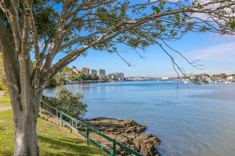 Brisbane Student Apartments Desketing---Hamilton-Student-Accom-Brisbane-River-2