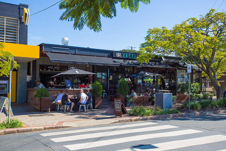 Brisbane Student Apartments Desketing---Hamilton-Student-Accom-Cafe